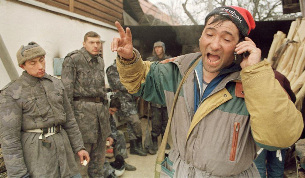 Zeci de mineri de la minele Paroşeni şi Uricani s-au blocat în subteran
